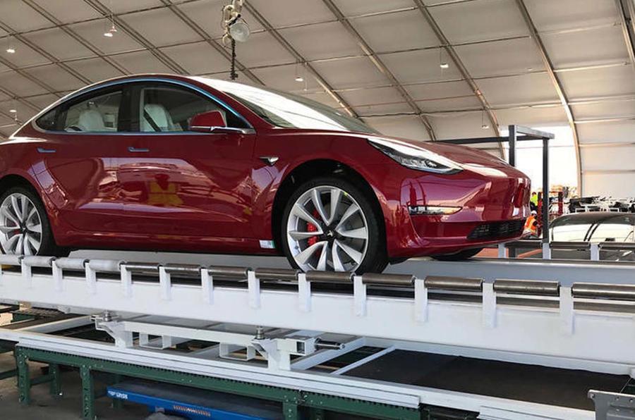 Tesla chiede rimborsi ai fornitori per ottenere profitto