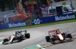 """Lewis Hamilton: """"se non fossi in lotta per il titolo non mi sarei spostato con Leclerc alla Roggia"""""""