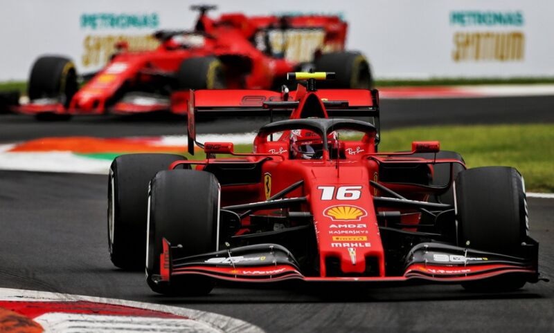 """Leclerc: """"La Ferrari non sacrificherà un'auto per la scia nelle qualifiche"""""""