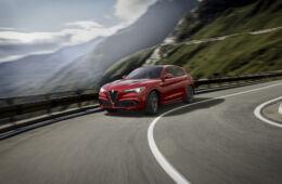 Alfa Romeo Stelvio vs. Lamborghini Urus: Drag Race!