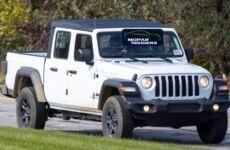 Fotospia Jeep Gladiator 2020 Sport EcoDiesel