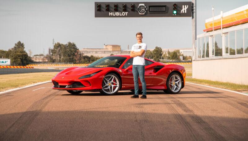 Mick Schumacher guida Ferrari F8 Tributo a Fiorano