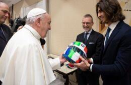 Antonio Giovinazzi e Papa Francesco