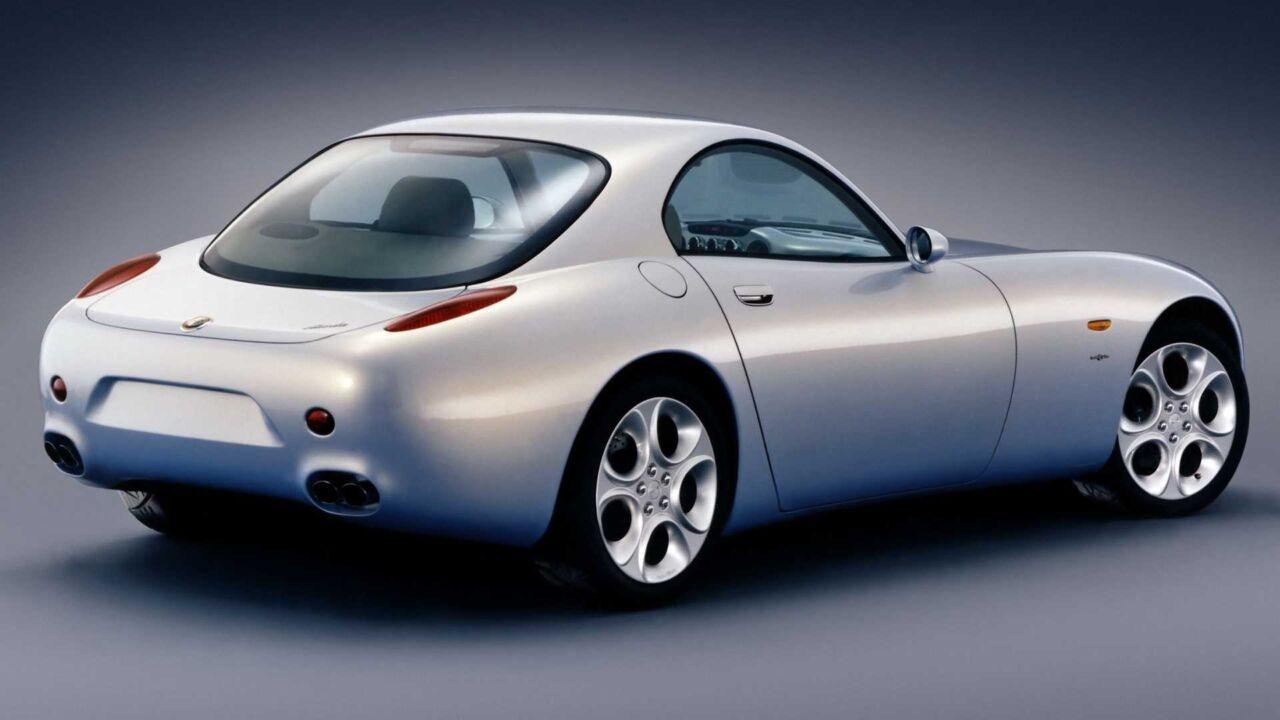 l prototipo dell'Alfa Romeo Nuvola fu presentato al Salone di Parigi del 1996, come mero esercizio di design e senza anticipare nessun nuovo modello