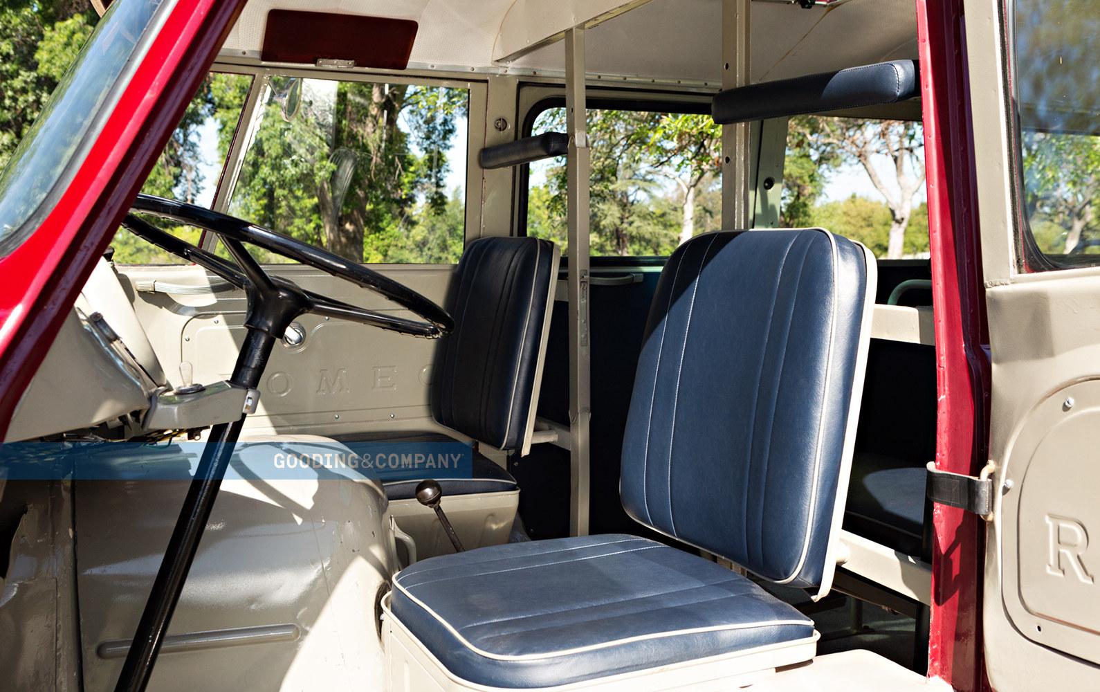 Gli interni del minibus Alfa Romeo Autotutto che sarà messo in vendita a breve