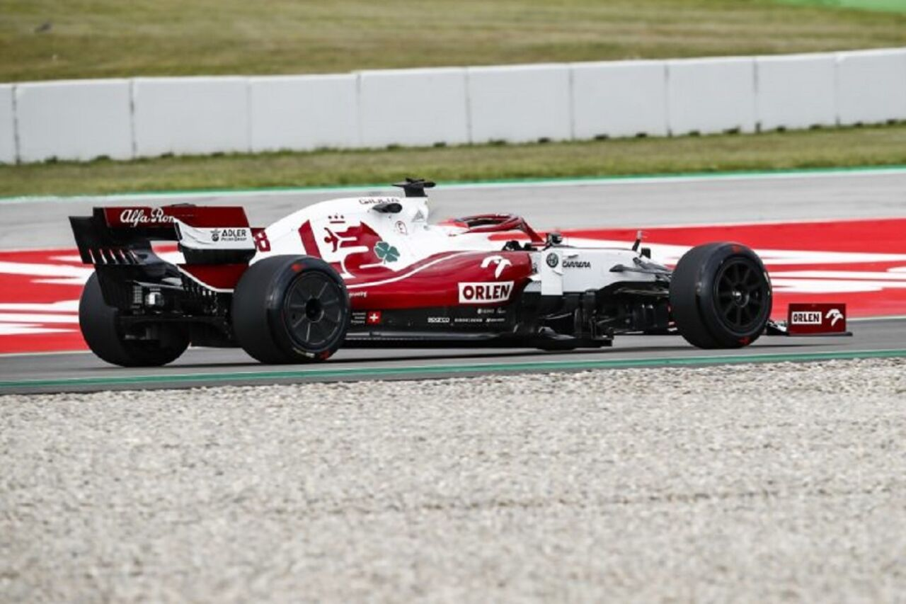 Alfa Romeo Racing in pista con pneumatici da 18 pollici