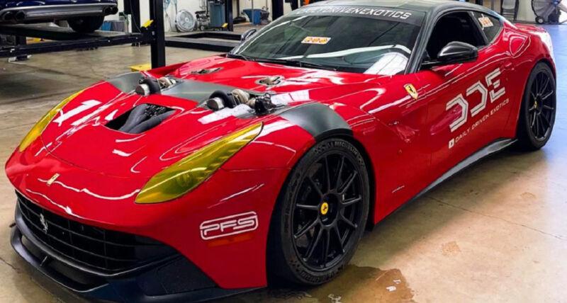 Questa Ferrari F12 ha 1500 cv e due turbocompressori a vista