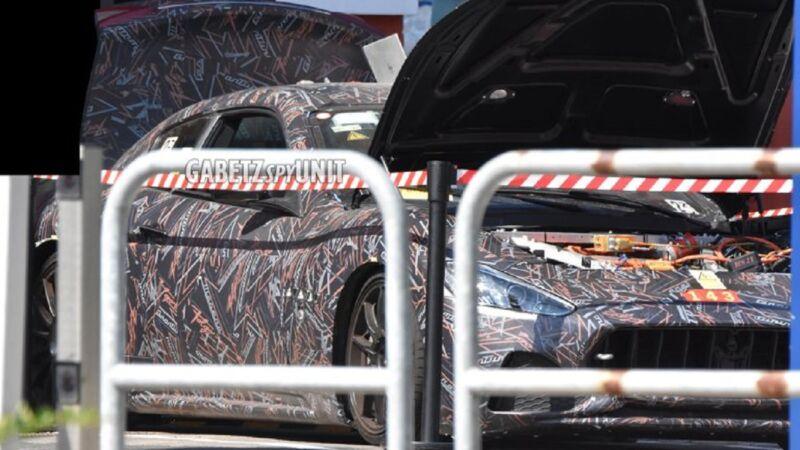 Maserati GranTurismo Folgore: nuova foto-spia mostra il cofano aperto