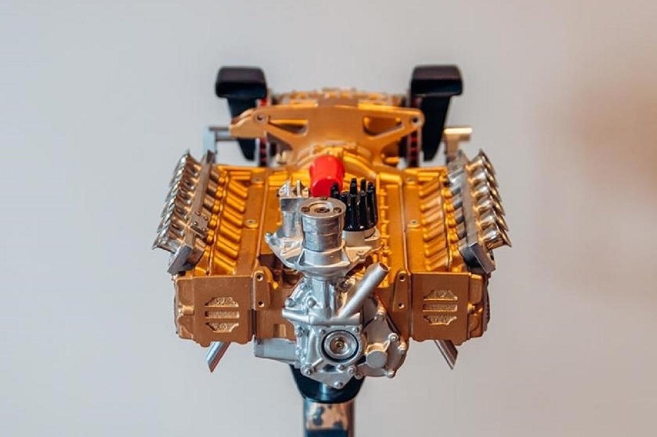 Queste repliche dei motori Ferrari in scala 1:3 costano fino a 15 mila dollari
